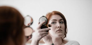 Makeup Removing – 4 Best Tips From Experts