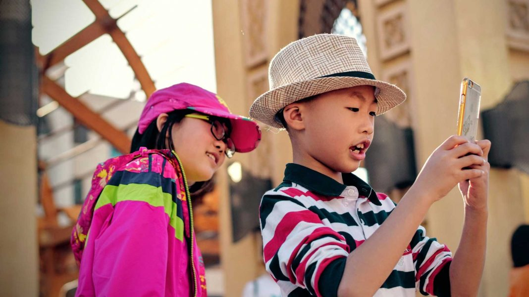 Tips-to-Get-Necessary-Features-in-Kid's-Phone-Plans-on-nextreading