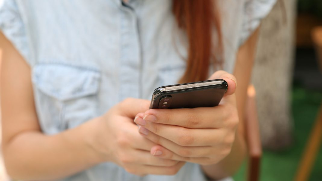 6-Smartphone-Etiquettes-You-Should-Follow-on-nextreading-online