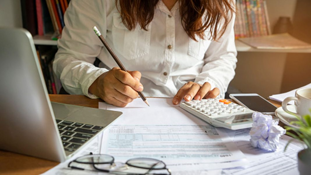 4-Advantages-of-Becoming-a-Tax-Accountant-on-nextreading-online