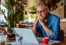 What-to-Do-with-Parents-While-Managing-Money-for-Business-on-nextreading-online