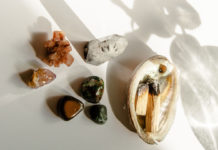 5-Reasons-Why-You-Should-Consider-Using-Crystals-on-nextreading-online