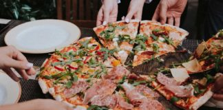 Pizza-Is-a-Type-of-Food-That-Brings-People-Together-on-nextreading-online